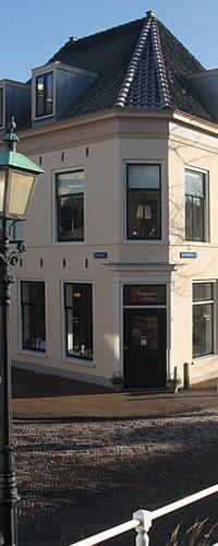 Pentagram Boekwinkel Bakenessergracht 1 Haarlem op loopafstand van NS-station Haarlem